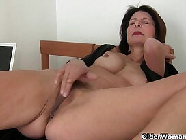 juicy-mature-mom-older woman-pussy